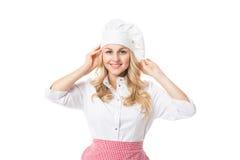 Nette blonde Hausfrau im Hut und im Schutzblech Stockbilder