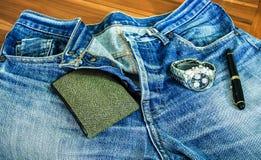 Nette Blue Jeans in der Weinleseart Stockfotos