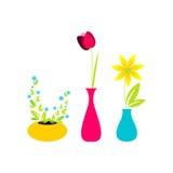Nette Blumen im Vase Stockbild