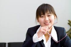 Nette chinesische Geschäftsfrau Lizenzfreie Stockfotografie