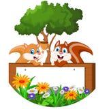 Nette Eichhörnchenkarikatur mit leerem Zeichen Lizenzfreie Stockbilder