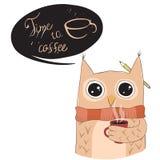 Nette Eule mit Kaffeetasse Stockfotos