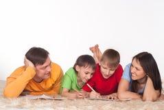 Nette Familienzeichnung lizenzfreie stockbilder