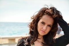 Nette Frau auf dem Strand Lizenzfreie Stockfotos