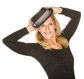 Nette Frau, die mit Hut aufwirft Stockfotos