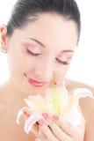 Nette Frau mit Blumen stockfotos