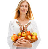 Nette Frau mit reifen Äpfeln Stockbild