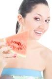 Nette Frau mit roter Wassermelone stockbilder