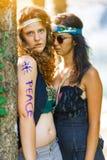 Nette freie Hippiemädchen Freie Liebe - Weinleseeffektfoto Stockfotografie