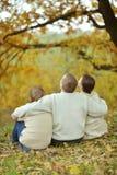 Nette glückliche Familie lizenzfreies stockbild