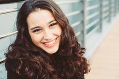 Nette glückliche junge Frau Lizenzfreie Stockfotos