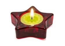 Nette grüne Kerze, innerhalb eines roten Sternes. stockbild