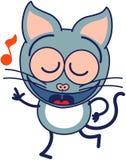 Nette graue Katze, die enthusiastisch singt und tanzt Stockfoto
