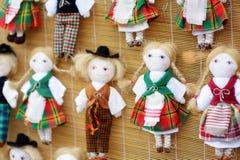 Nette handgemachte ragdoll Puppen verkauften auf Ostern-Markt in Vilnius, Litauen Stockfotografie