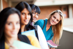 Nette Hochschulstudenten Stockbild