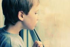Nette 6 Jahre alte Junge Lizenzfreie Stockfotografie