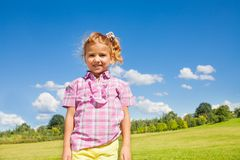 Nette 5 Jahre alte Mädchen Stockbilder