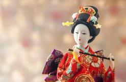 Nette japanische Geishapuppe des Stilllebens stockbilder