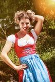 Nette junge Frau im Dirndl Lizenzfreies Stockfoto