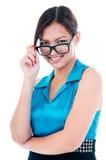 Nette junge Frau mit Eyewear Stockbild