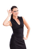 Nette junge Frau mit Gläsern stockbild