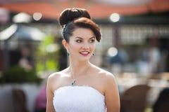 Nette junge schöne nette stilvolle Braut, Heiratsfeier Stockfotografie