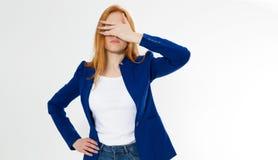 Nette, junge schöne rote Haarfrau tun facepalm Rothaarigemädchenkopfschmerzen konnten Geschäftsgesichtspalme stören nicht Por stockfotos