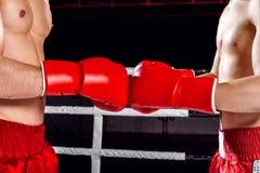 Nette Kämpfer bereiten sich für den Wettbewerb vor Stockbild