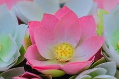 Nette künstliche rosa Lotos Blumen oder Seerose Künstliches Los Stockbild