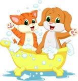 Nette Karikaturkatze und -hund, die Zeit badet Stockbilder