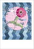Nette Karte mit rosa Blume auf Patchworkhintergrund Lizenzfreies Stockbild