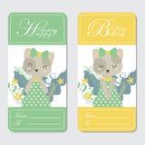 Nette Katze und Blumen passend für Glückwunschkartedesign Lizenzfreie Stockbilder
