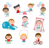 Nette Kinder, die mit Spielwaren im Spielplatz, Kinder im Park auf weißem Hintergrund, Vektor-Illustration spielen lizenzfreie abbildung