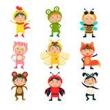 Nette Kinder, die Tierkostüme tragen Stockfoto