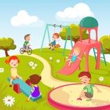 Nette Kinder am Spielplatz Die glücklichen Kinder, die im Sommerpark spielen, vector Hintergrund stock abbildung