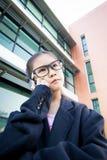 Nette kleine asiatische Geschäftsfrau Lizenzfreie Stockfotos