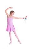 Nette kleine Ballerina, die mit ihrer Puppe spielt Stockfoto