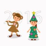 Nette kleine Kinder, die lustiges Weihnachtsthemenorientiertes Kostüm tragen Stockbild