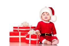 Nette kleine Santa Claus mit Geschenken Lokalisiert auf weißem BAC Lizenzfreies Stockfoto