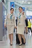 Nette Korean Air-Flugbegleiter, Seoul, Südkorea Lizenzfreies Stockbild