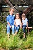 Nette Land-Geschwister Stockfotografie