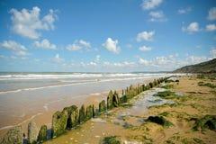 Nette Landschaft durch das Meer Lizenzfreie Stockbilder