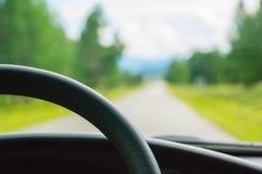 nette lange und breite Straßen für Autotreiber stockbild