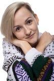 Nette leichte blonde Frau, Nahaufnahme Lizenzfreie Stockfotos