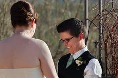 Nette lesbische eingetragene Partnerschaft Stockfotografie