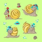 Nette lustige Karikaturschnecken in den verschiedenen Hüten Stockfotografie