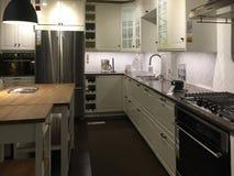 Nette moderne Küche stockfotografie