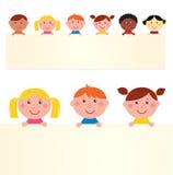 Nette multikulturelle Kinder mit Fahne stock abbildung