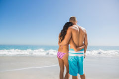 Nette Paare, die sich umarmen Stockfoto