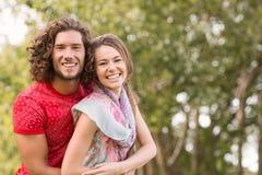 Nette Paare im Park Stockbilder
